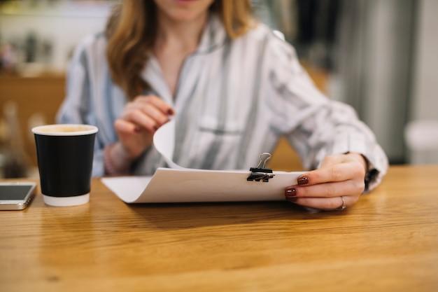 Koffie en documenten