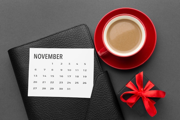 Koffie en kalender cyber maandag concept