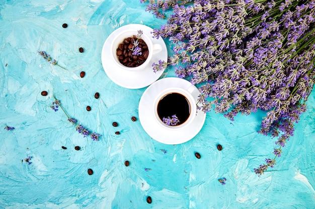 Koffie en lavendel bloem