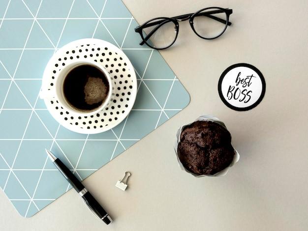 Koffie en muffin voor baas