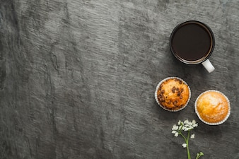 Koffie en muffins voor ontbijt