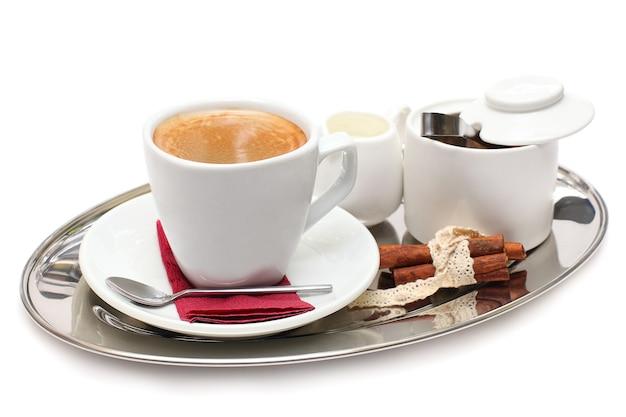 Koffie geïsoleerd op een witte achtergrond