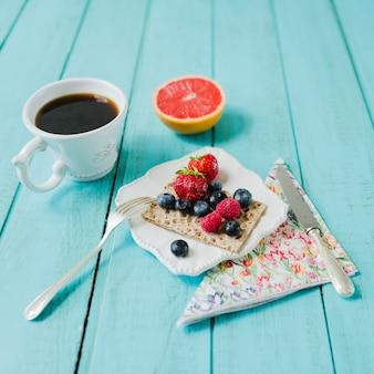 Koffie, grapefruit en bessen