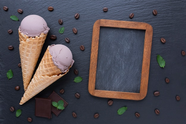 Koffie-ijs en schoolbord mock-up