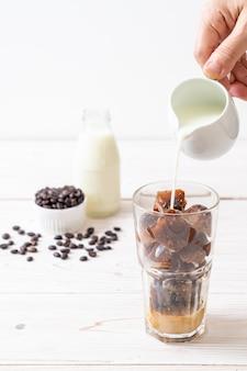 Koffie-ijsblokjes met melk