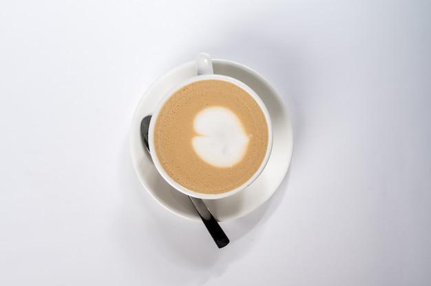 Koffie latte met hartvorm, latte art