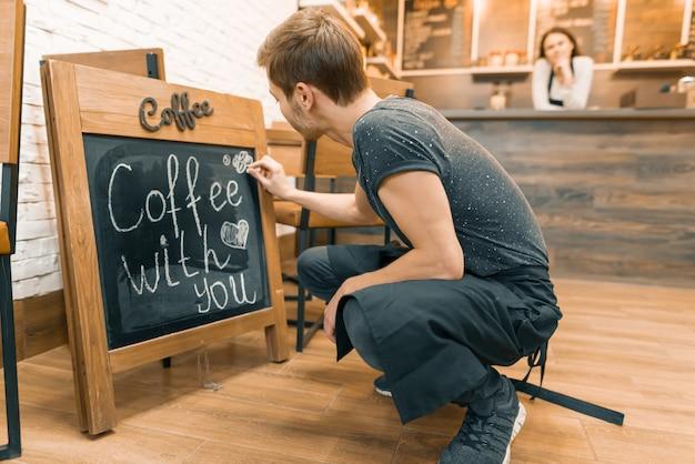 Koffie met je, schrijft in krijt