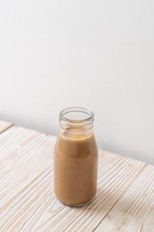 Koffie met melk in fles