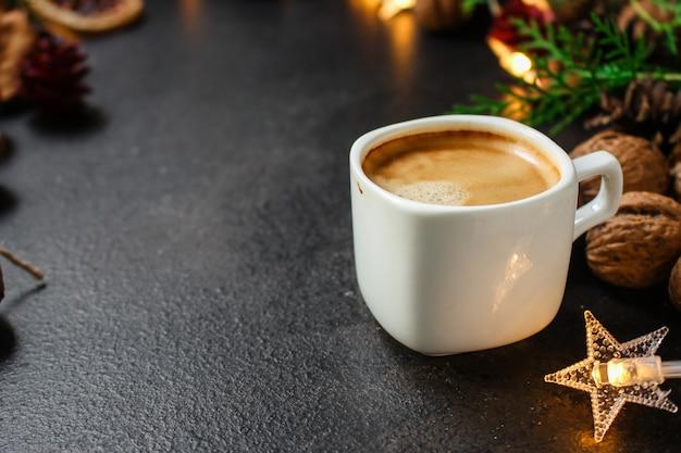 Koffie, nieuwjaar, kerstmisachtergrond of feestelijke noel-vakantie