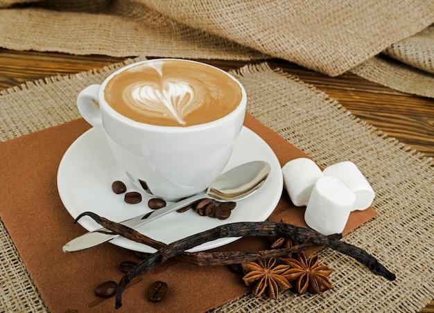 Koffie op het hout