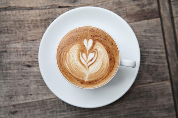 Koffie op houten tafel