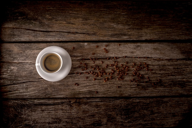 Koffie over oude tafel