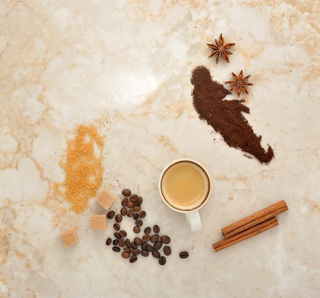 Koffie, rietsuiker, kruidenanijs en kaneel