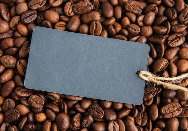 Koffiebonen en prijskaartje