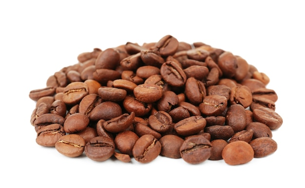 Koffiebonen geïsoleerd op wit