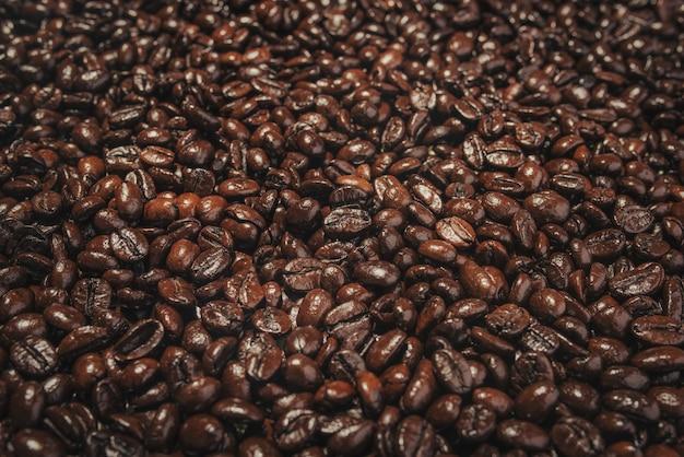 Koffiebonen. geroosterde koffiebonen achtergrond.