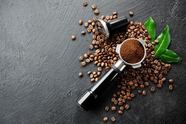 Koffiebonen met steunen voor het maken van koffie