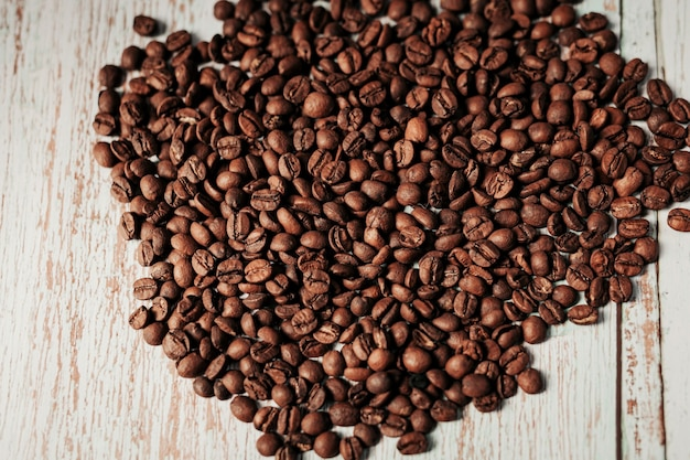 Koffiebonen op grunge houten achtergrond