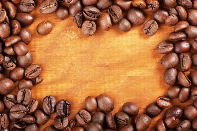Koffiebonen op hout achtergrond