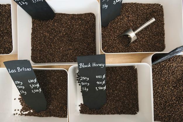Koffiebonen winkelen cafeïne concept