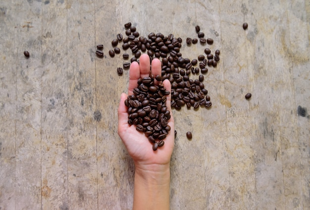 Koffieboon ter beschikking op oud hout
