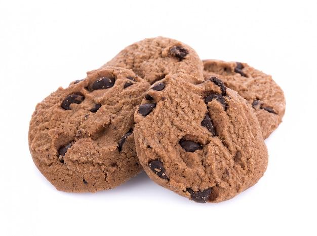 Koffiechocolade chip cookie op wit wordt geïsoleerd dat