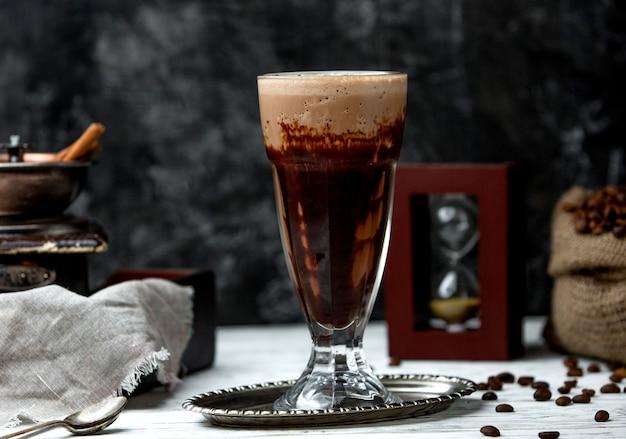 Koffiedrank met warme chocolademelk