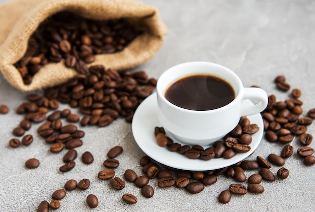 Koffiekop en koffiebonen