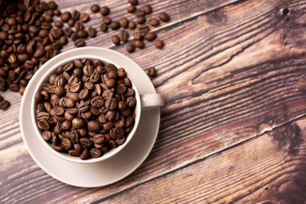 Koffiekopje en koffiebonen