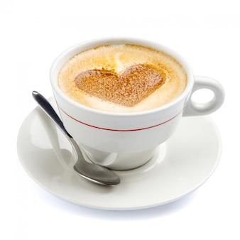 Koffiekopje in hartvorm van schuim