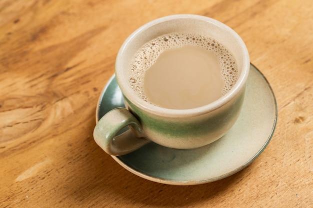 Koffiekopje op tafel