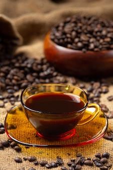 Koffiekopjes en bonen, internationaal koffiedagconcept