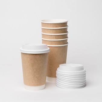 Koffiekopjes en doppen arrangement