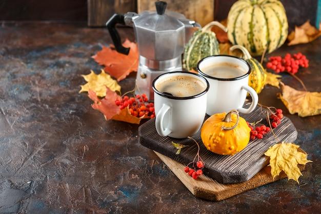 Koffiekopjes en pompoenen