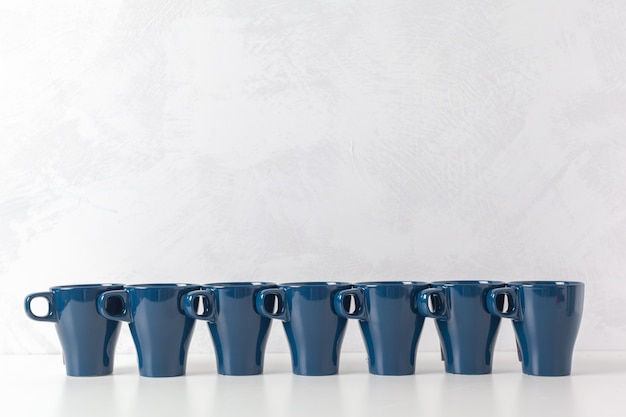 Koffiekopjes op de tafel