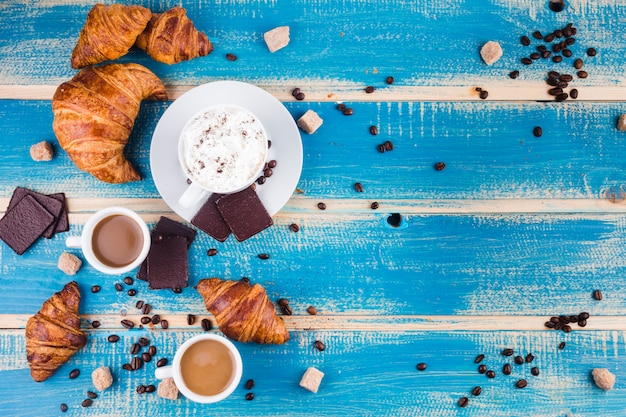 Koffiesamenstelling met ontbijt