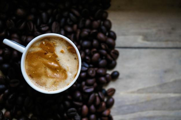 Koffietijd, koffiekop op hout