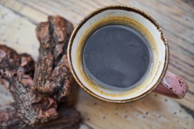 Koffietijd op houten achtergrond