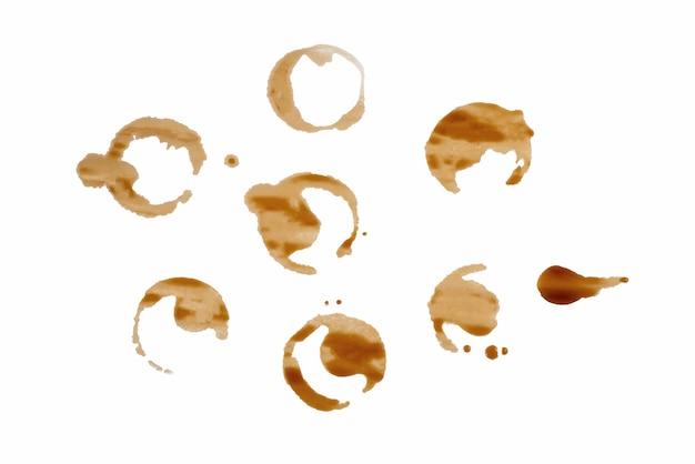 Koffievlekken die op wit worden geïsoleerd