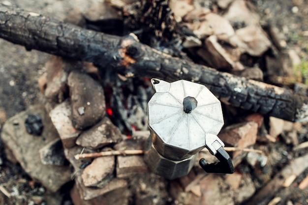 Koffiezetapparaat in brand in de bergen