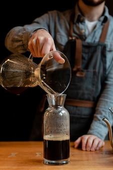 Koffiezetapparaat in koffieshop