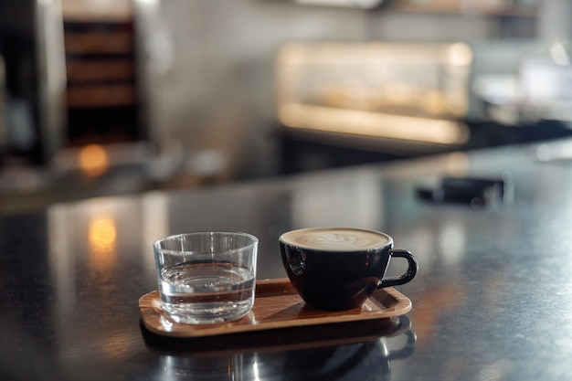 Koffiezetpersoneel in café, espressomachine
