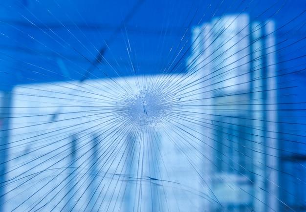 Kogels doorboord glas in het raam