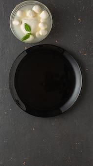 Koken en ingrediënten voor caprese salade
