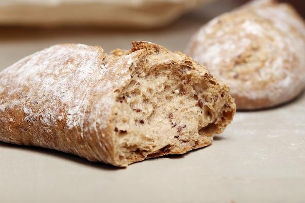 Koken. heerlijk brood gemaakt van goede tarwe