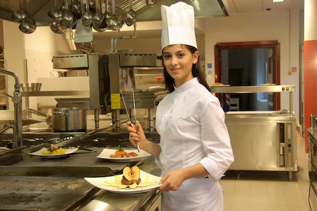 Koken in een keuken van een restaurant