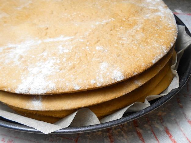 Koken op de keuken, taarten en koekjes maken.