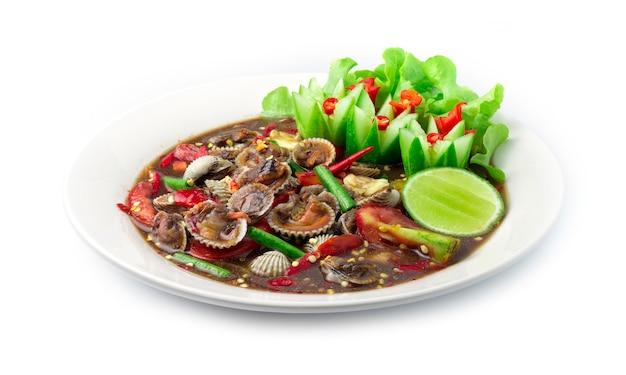 Kokkels pittige salade in gekruide vissaus thais gekruid voedsel