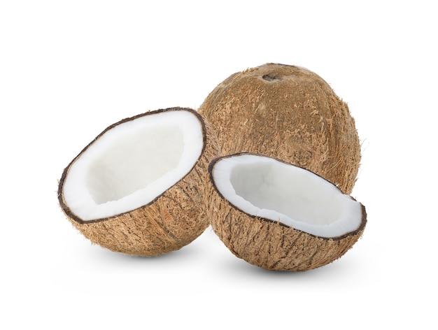 Kokosnoot die op wit wordt geïsoleerd.