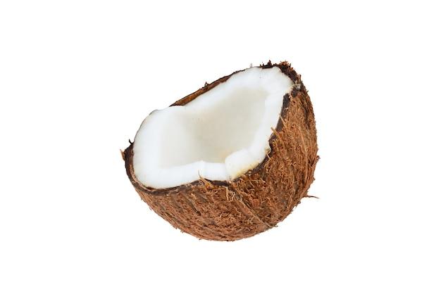 Kokosnoot die op witte achtergrond wordt geïsoleerd. ruimte voor tekst of ontwerp.